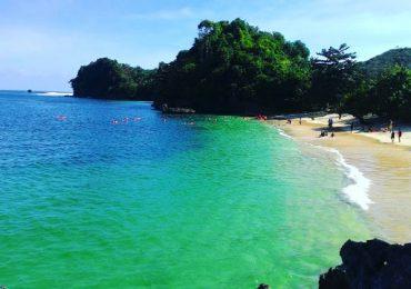 Indahnya Pantai Tiga Warna Malang, MembuatLiburanmu Semakin Asyik